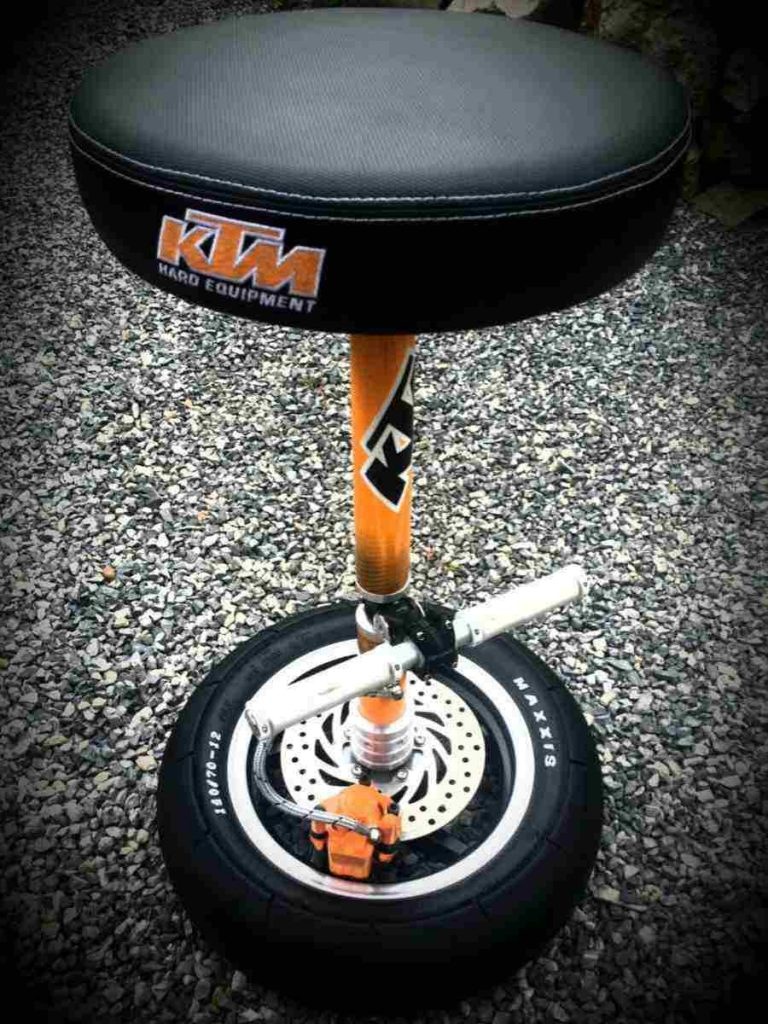 Bar stool with round seat without back rest | Hercules Racing Furniture