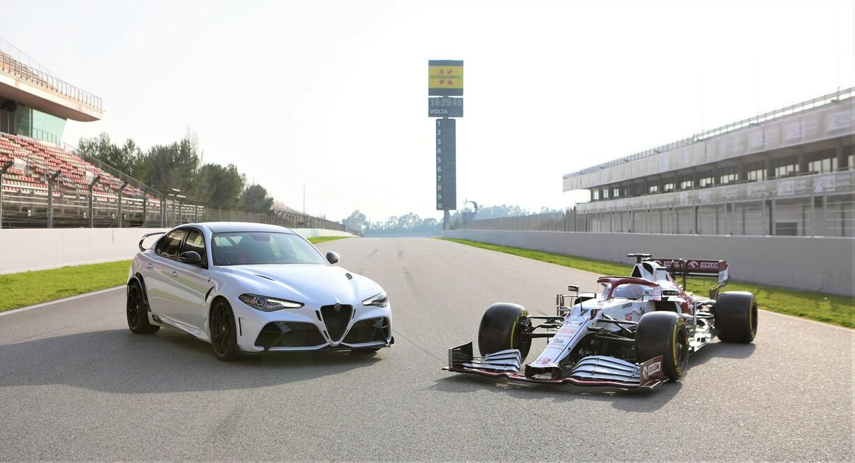 Giulia GTA m C41 AntonioGiovinazzi and Kimi Räikkönen